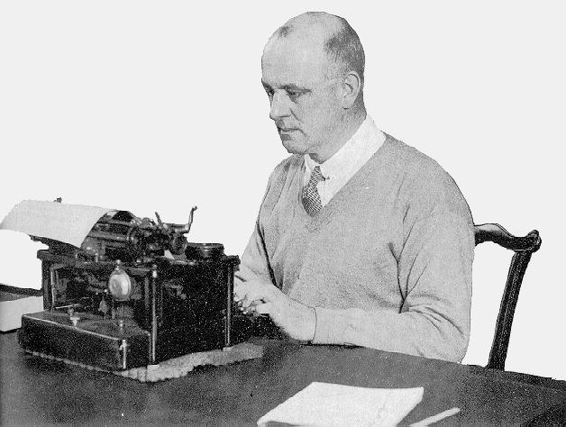 Wodehouse achter Monarch typemachine