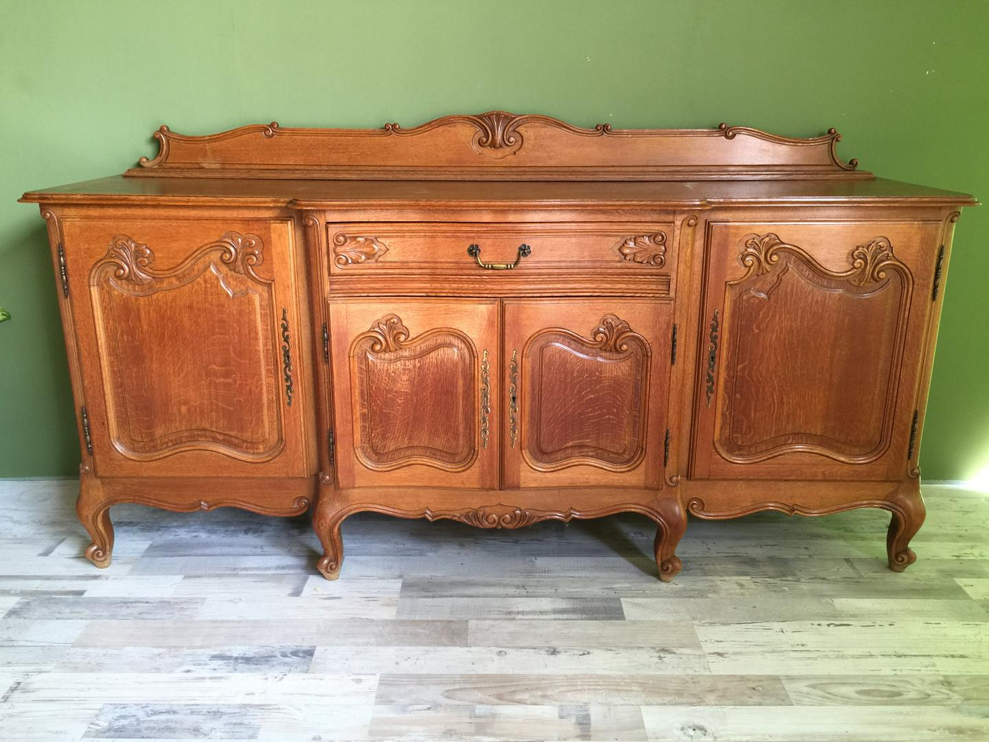 Queen Anne, Brocant dressoir