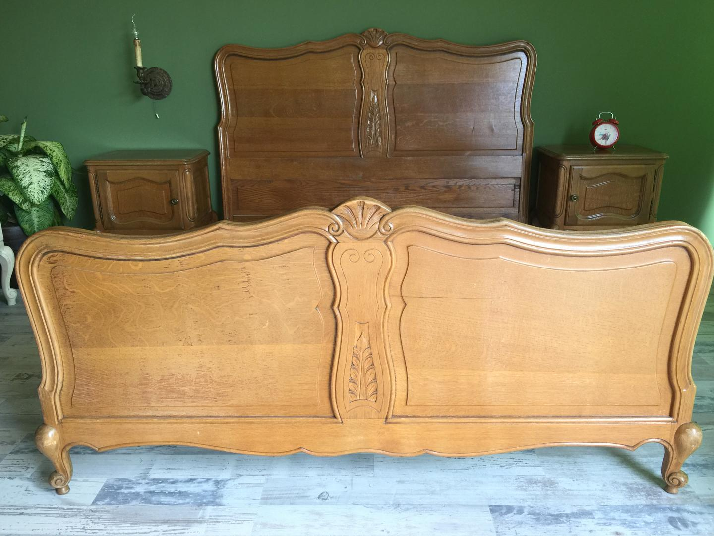 Queen Anne bed