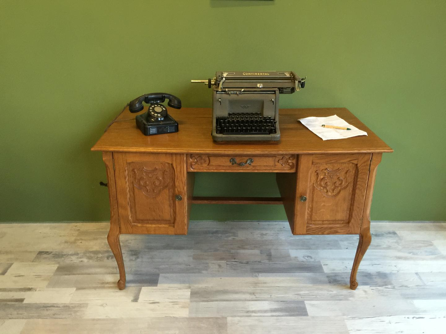 Queen Anne, Brocante bureau